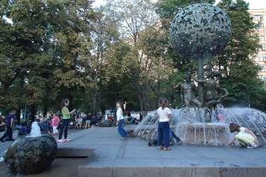 Две самых страстных скульптуры Москвы: Дерево любви в Усадьбе Трубецких и фонтан «Адам и Ева»